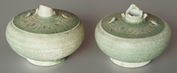 Sisatchanalai celadon water-droppers, diameter 6.5 and 7cm