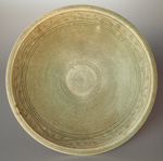 Sisatchanalai celadon dish from the 'Royal Nanhai', diameter 23.5cm
